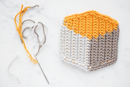 Full DIY tutorial on how to tapestry crochet these cool 3D cube-style coasters by lebenslustiger.com