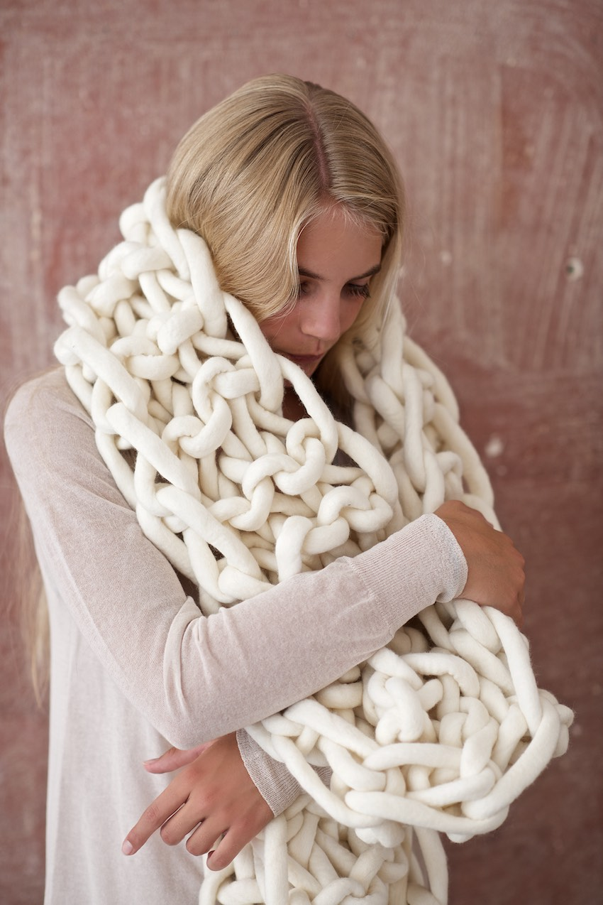 Knitting Patterns For Big Scarves : DIY: Chunky Knitted Mega-Scarf From Felted Merino Yarn And Oversized Knitting...