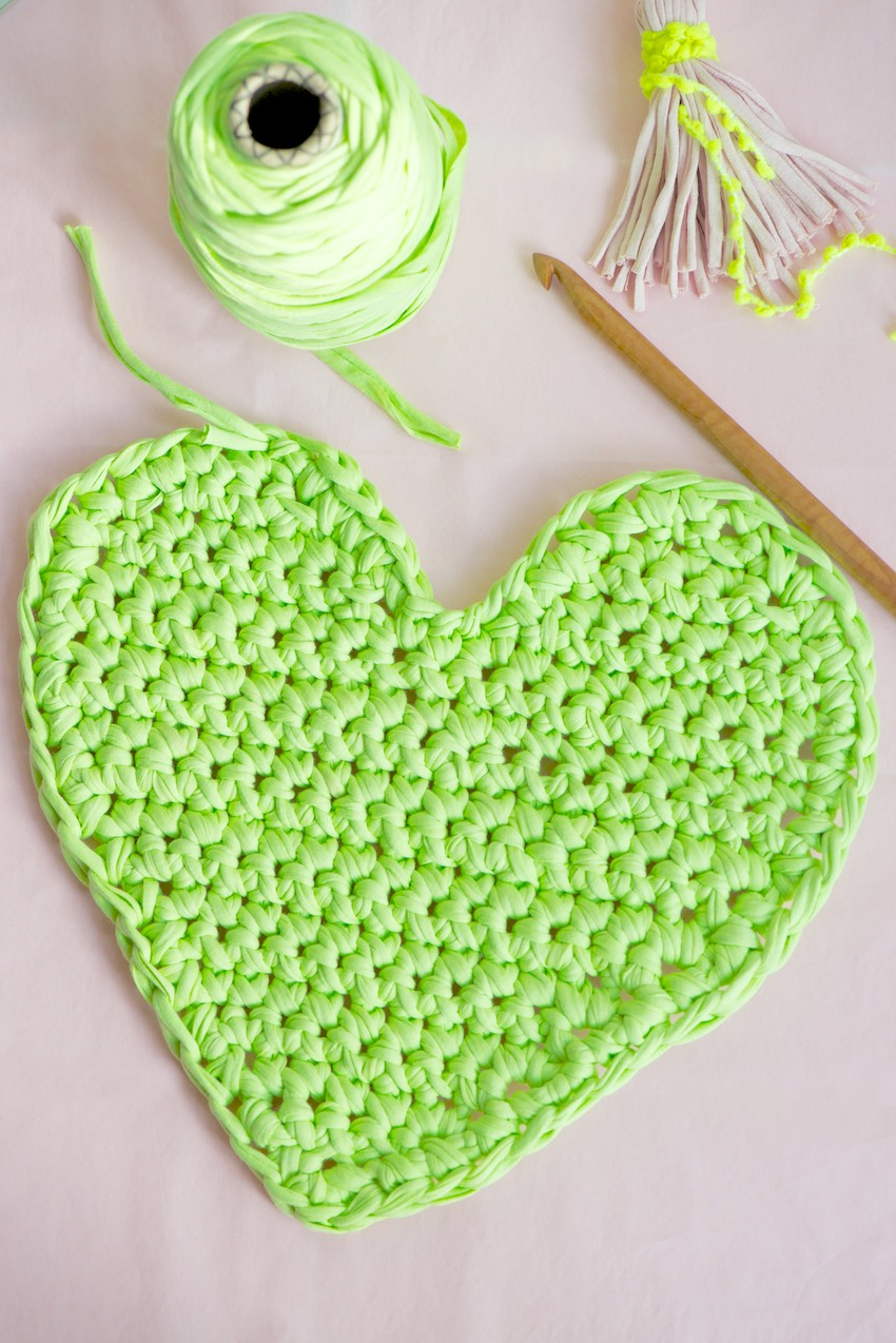 Crochet heart gallery craftgawker big chunky crochet heart bankloansurffo Images