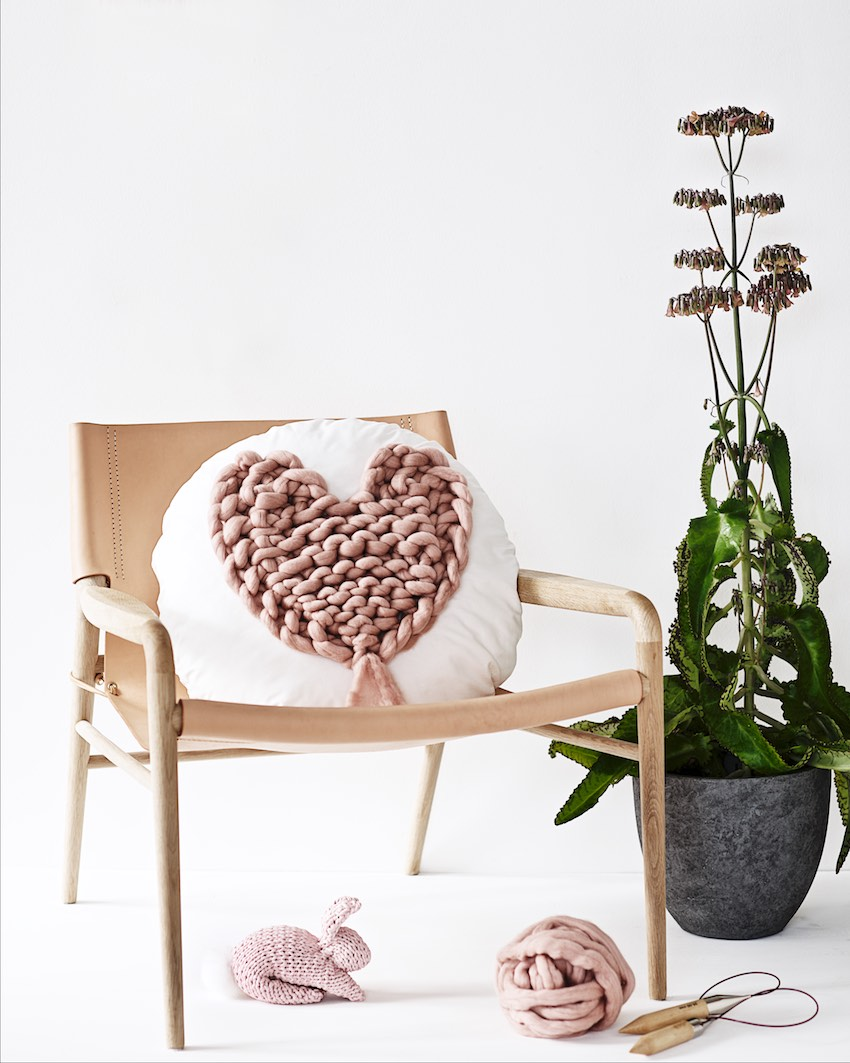 knitted heart pattern, Valentine's Day DIY idea made of extra chunky yarn wool, gestricktes Herz aus extra dicker Wolle, Anleitung