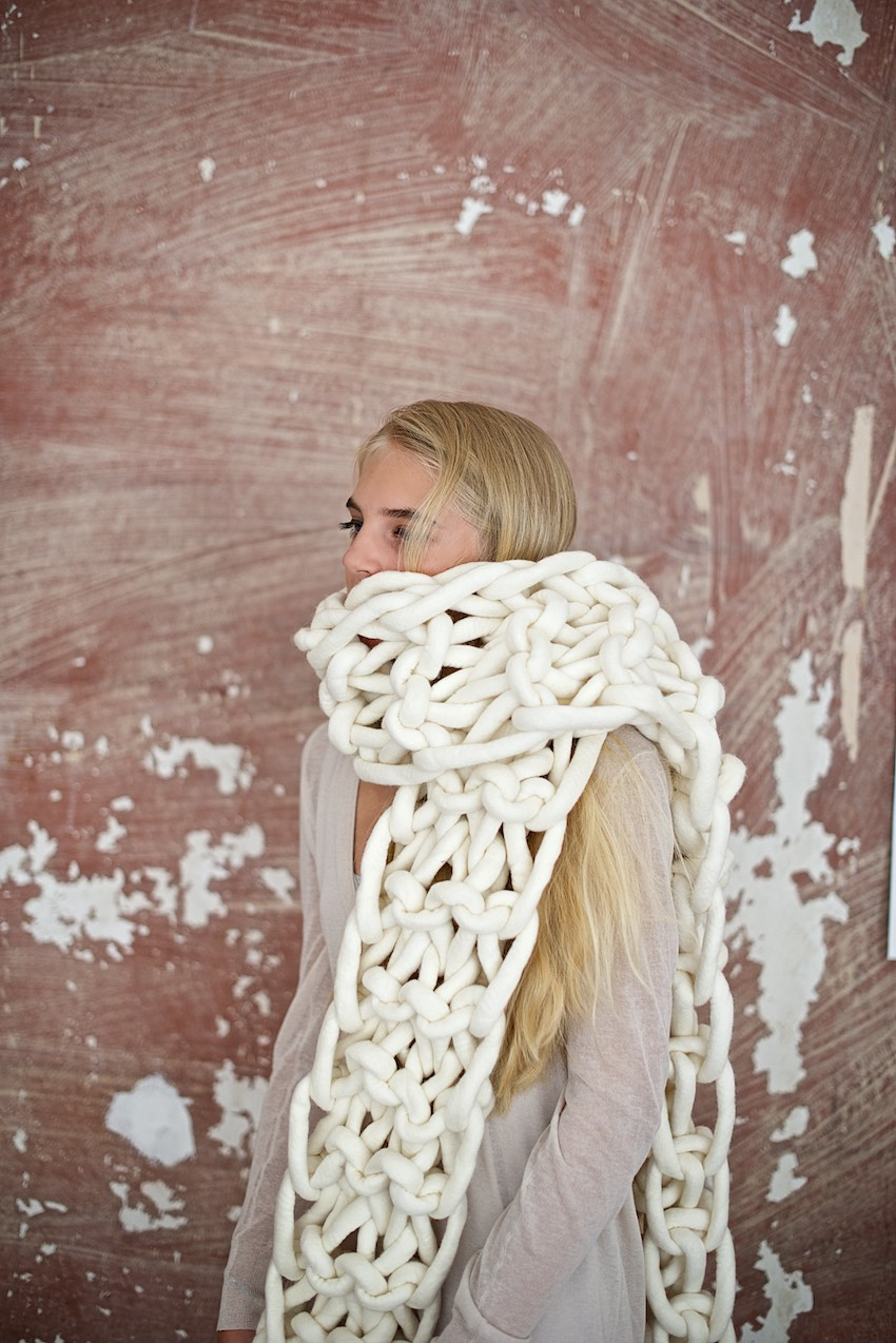 DIY: Super chunky knitted scarf from felted merino wool yarn by lebenslustiger.com