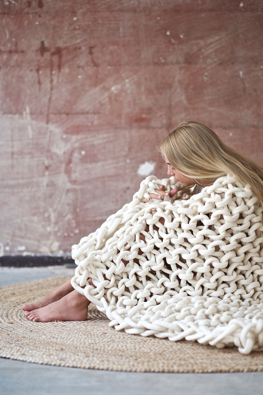 DIY: chunky knitted wool blanket from felted merino yarn by lebenslustiger.com